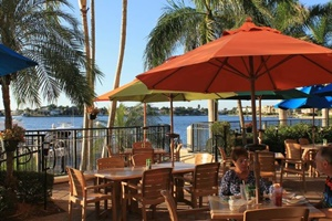 Mango's Dockside Bistro, Marco Island dog friendly restaurants Florida, pet friendly restaurants in Marco Island FL. dog friendly places to eat in Marco Island, Florida
